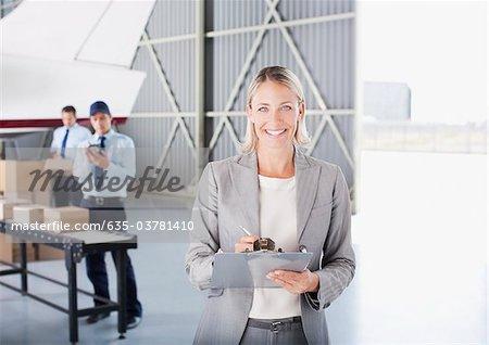 Betreuer im Hangar in Zwischenablage schreiben