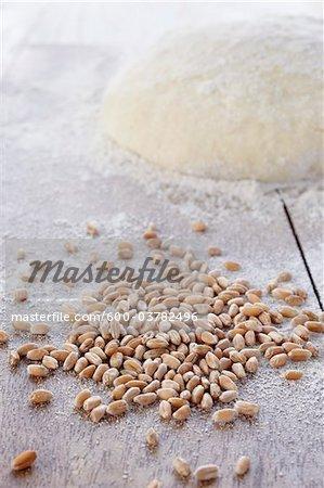 Grains de céréales et de monticules de pâte