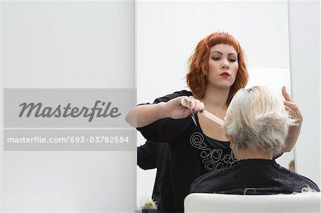 Frange de styliste peignes femme âgée