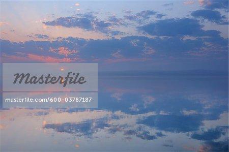 Lever du soleil sur Plauer voir, Plau am See, lacs mecklembourgeois, Mecklembourg-Poméranie occidentale, Allemagne