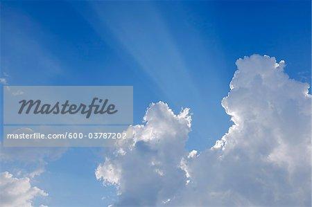 Sonnenstrahlen durch die Wolken, Val d ' Orcia, Provinz Siena, Toskana, Italien