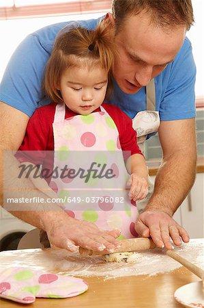 Vater und Tochter zusammen Kochen