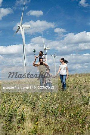 Famille sur un projet de parc éolien