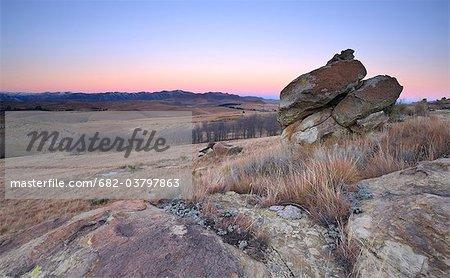 Formation rocheuse de grès avec twilight horizon, Barkly East, Eastern Cape, Afrique du Sud