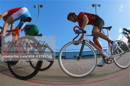 Coureurs de vélo sur le Vélodrome