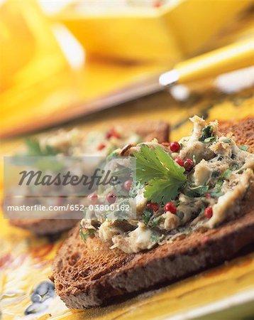 Makrele und Koriander Rillettes Terrine auf toast
