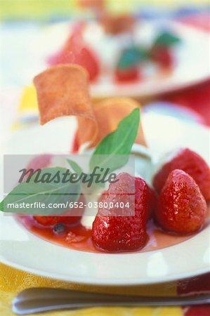 Glace à la pistache avec fraises