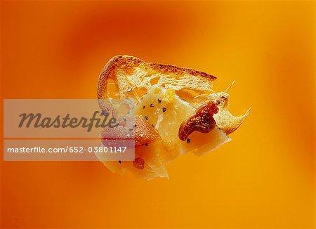 Scheibe Brot mit Parmesan, Feigen und Quitten-paste