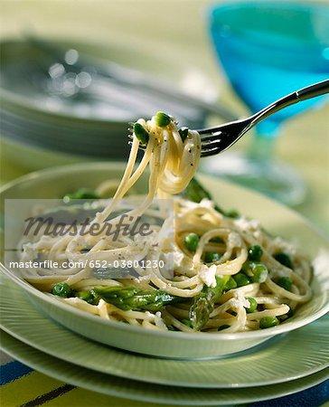 Spaghettis à la ricotta et légumes de printemps