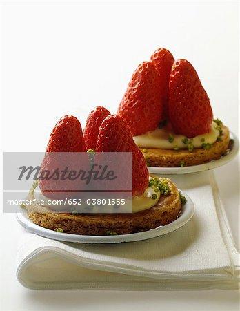 Shortbread Erdbeeren und Pistazien-Törtchen
