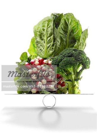 Assortiments de légumes sur les échelles