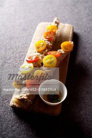 Belegtes Brot eingemachten Thunfisch und Kirschtomate