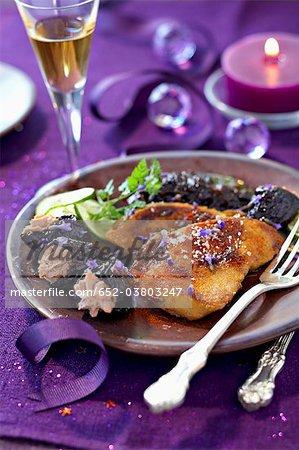 Foie gras poêlé aux pruneaux étuvées au Pineau et épices