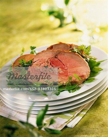 Gigot farci avec une tranche de foie gras