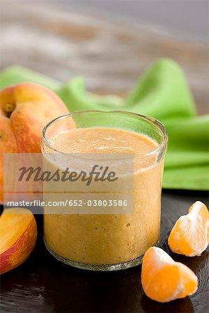 Milk-shake pêche, banane et mandarin