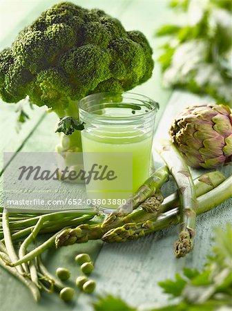 Verre de jus de légumes