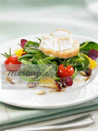 Salade d'épinards avec fromage de chèvre