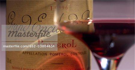Verre et bouteille de Pomerol 1996