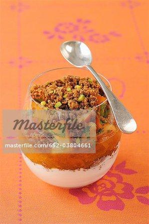 Compote et abricot frais crumble à la coriandre