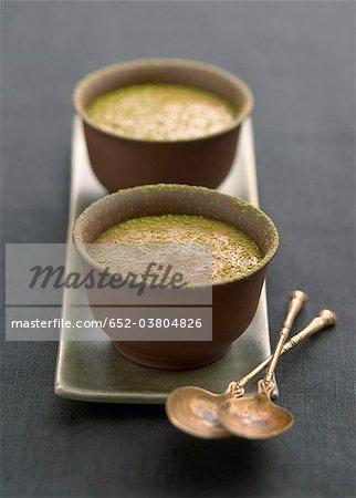 Schokolade und grüner Tee-Creme dessert