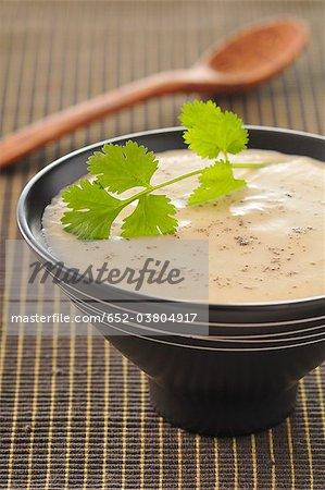 Soupe au chou-fleur et lait de coco