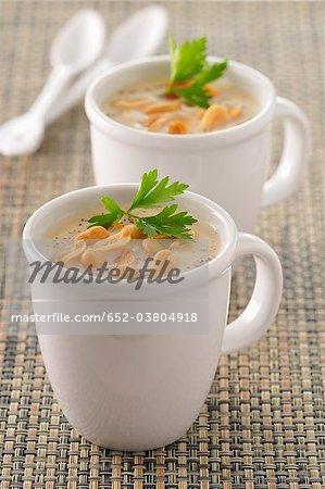 Potage crème de chou-fleur avec arachides
