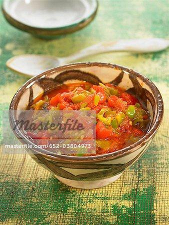 Salade de poivrons et tomates de style marocain