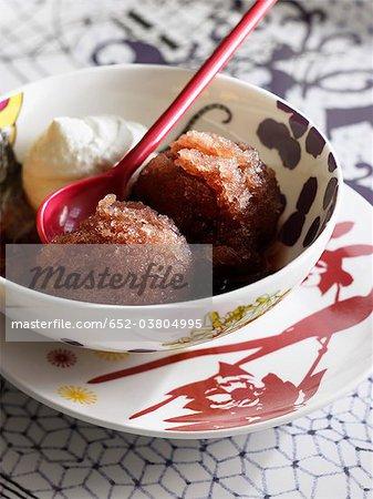 Sorbet de myrtille, de crème fouettée et Crème de mûre
