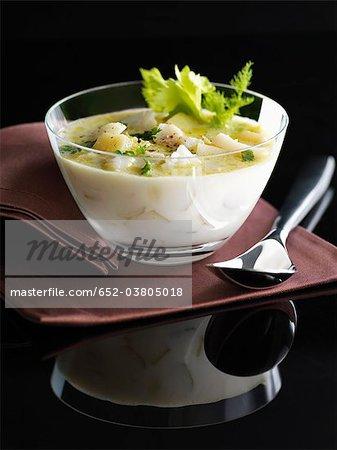 Chaudrée de morue-sel, le lait et les pommes de terre