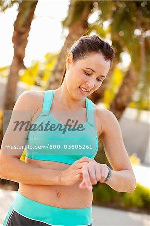 Frau Einstellung Watch für ausführen, Long Beach, Kalifornien, USA