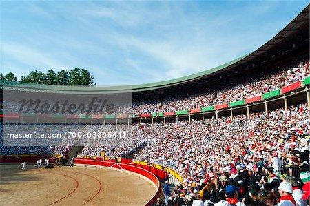 Zuschauer bei der Stierkampfarena, Fiesta de San Fermin, Pamplona, Navarra, Spanien