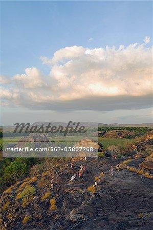 Australie, nord du territoire, le Parc National de Kakadu, Ubirr. Coucher de soleil sur le site sacré autochtone de Ubirr, surplombant la plaine d'inondation de Nadab.
