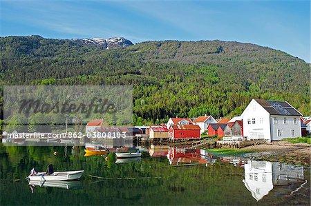 Norvège, Solvorn. Le petit port à Solvorn sur le Lusterfjord.
