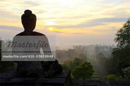 Temple de Borobudur en Indonésie, Java, statue de Bouddha