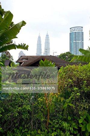 Malaisie, Kuala Lumpur, Petronas towers et quartier de Kampung Baru