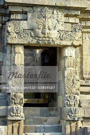 Indonésie, Java, Yogyakarta, temple de Prambanan, escaliers