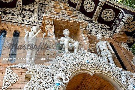 Thaïlande, Chiang Mai, temple Wat Lok Moli, statues