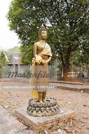 Thaïlande, Chiang Mai, temple Wat Jet Yot, statue
