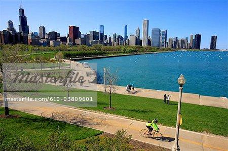 États-Unis, Illinois, Chicago, marchant le long du lac Michigan