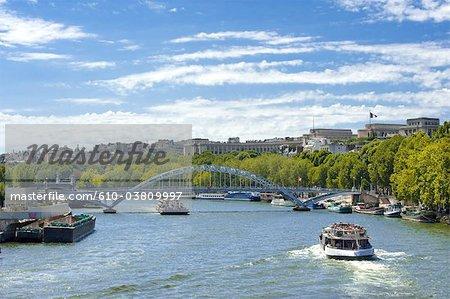 Taxi de France, Paris (75), Ile de France, bateau et la passerelle Debilly