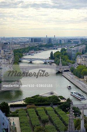 France, Paris (75), Ile de France, pont de la tournelle et pont de l'archeveche