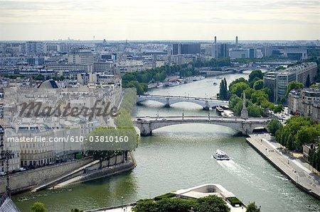 France, Paris, pont de la tournelle et pont de l'archeveche
