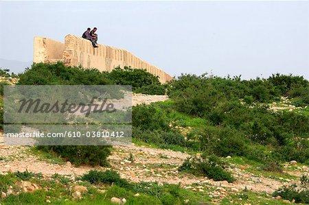 Jeunes hommes Maroc, Agadir, sur les remparts de l'ancienne médina