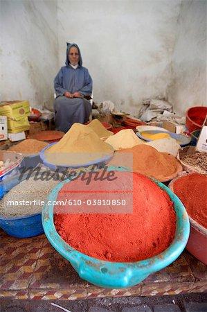 Marokko, Marrakech, Souk, Verkäufer von Gewürzen