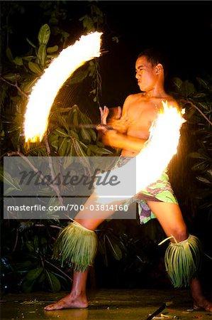 Danseur de feu traditionnel au Royaume des Tonga, Tongatapu, Liku'alofa, Liku'alofa Resort