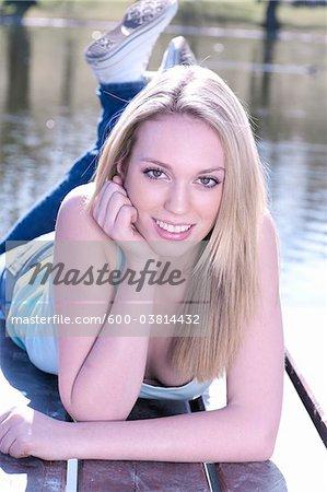 Portrait de femme sur le quai