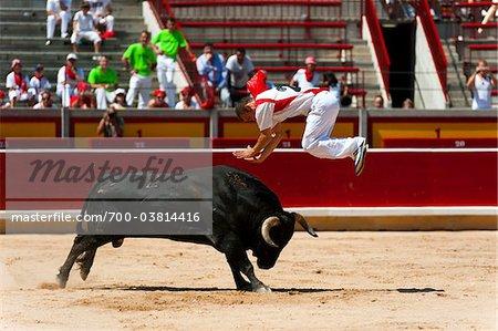 Matador et taureau en tauromachie Ring, Fiesta de San Fermin, Pampelune, Navarre, Espagne
