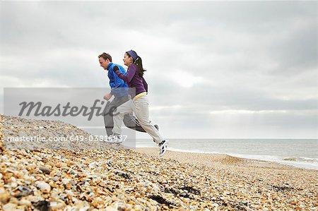 Paar am Strand von stoney Ausübung