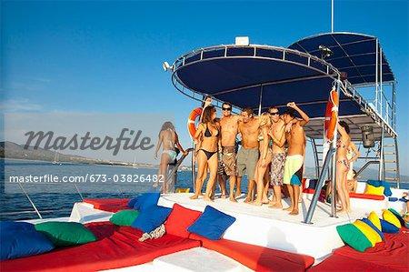 jeunes, faire la fête sur l'yacht