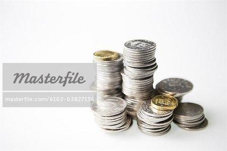 Haufen von schwedischen Münzen.
